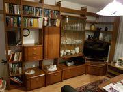 Wohnzimmer Bücher-Schrankwand Nussbaum