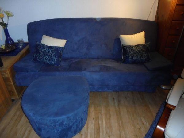 Verkaufe blaues Sofa mit Hocker inkl. Kissen in Neustadt - Polster ...