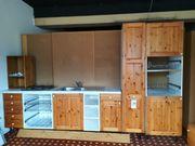 Einbauküche mit Holzfront