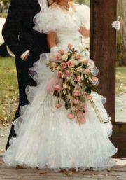 Wunderschönes weißes Hochzeitskleid