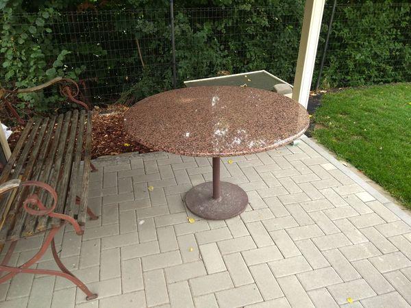 Gartentisch Mit Marmorplatte Und Metallgestell In Oberderdingen