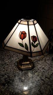 1 hübsche Tiffany-Nachttischlampe