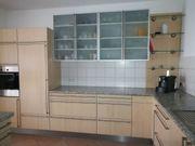 Rationalküche mit Granitarbeitsplatte