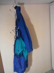 Garderobe die an der Decke