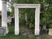 Historisches Portal aus Sandstein Eingangsportal