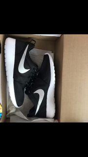 Nike Roshe Run;