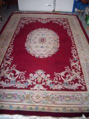 Großer hochwertiger Teppich