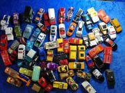 Verschiedene Spielzeugautos aus