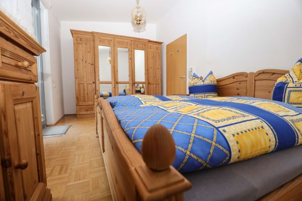 TOP - komplettes Schlafzimmer Kiefer massiv mit viel Zubehör in ...