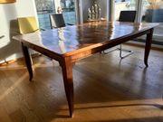 Tisch mit Tischplatte aus altem