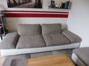 Schönes Sofa mit Hocker zu