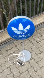 Adidas Stehlampe