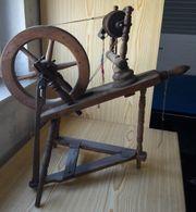 Sehr altes SPINNRAD - kleines Tischspinnrad Tisch-Spinnrad -