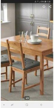 Tisch mit 4 Stühlen mit