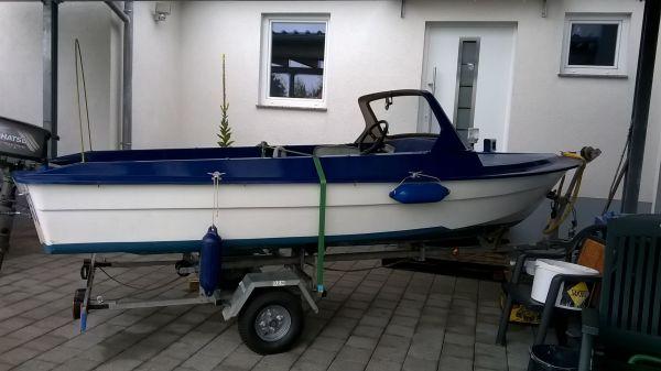 Ibis Boot Motorboot - Fürth Hardhöhe - Ibis Motorboot ,mit Tohatsu Aussenborder 5 PS Viertakt BJ 2004, Pinne zum umbauen dabei, 12 Liter Tank,mit Lichtspule,Fernlenkung, original Sitz,HafenplaneTrailer wird nicht verkauft kann aber ausgeliehen werden.Boot kann ich im Umkreis - Fürth Hardhöhe