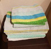 4 Badtücher und 2 Handtücher