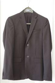 Schwarzer Anzug für