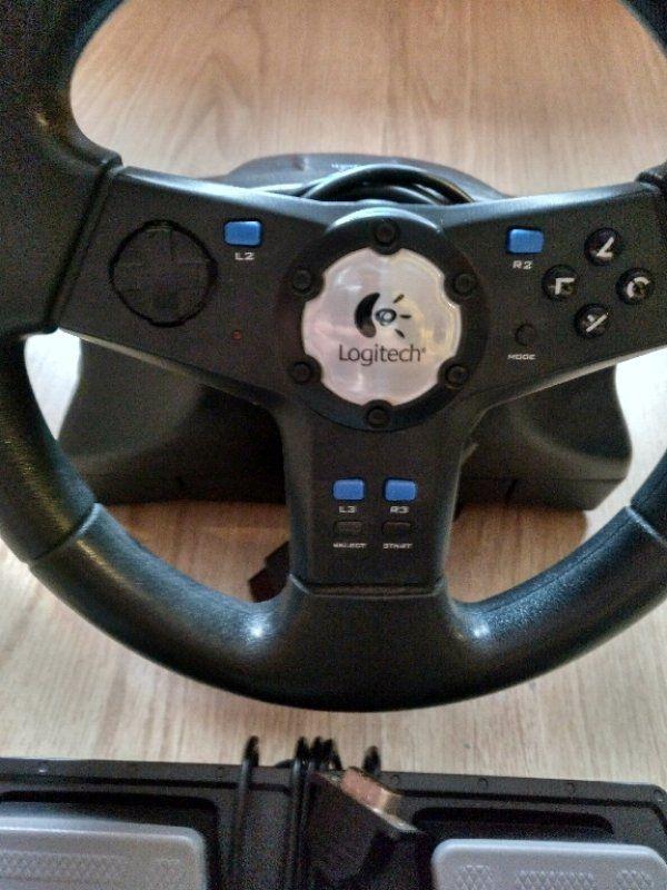 Lenkrad und Pedale für PlayStation