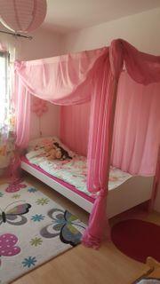Mädchen Bett