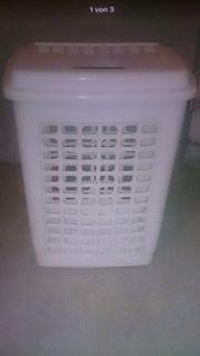 Wäschekorb in weiss aus plastik