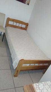 Großer Kleiderschrank Bett Wohnwand