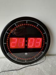 Digitale Uhr leuchtet