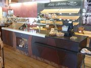 Bäckereitheke mit Cafetresen