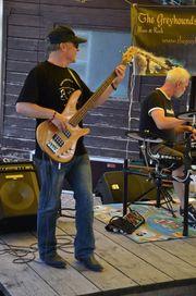 Bassist sucht neue Herausforderung