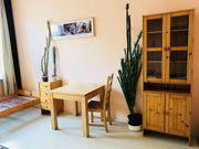 Verschiedene Holzmöbel