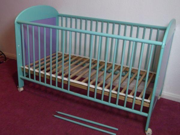 Kinderbett umbaubar mit matratze und allergieüberzug in bonn