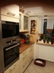 Küche mit Elektrogeräte (