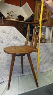 dreieinhalb Dreibeiner Bauernstühle aus Holz