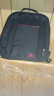 Nagelneuer Rucksack schwarz rot