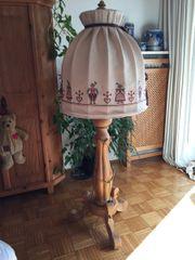 Stehlampe Massivholz geschnitzt