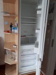 Eckschrank mit eingebautem Kühl-Gefrierschrank