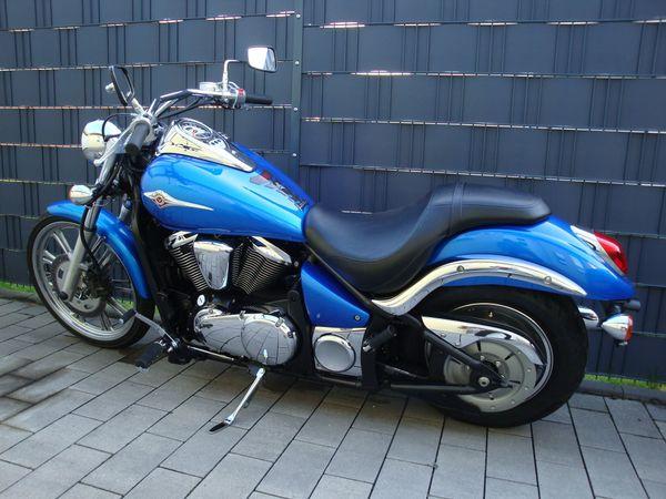Kawasaki VN 900 Custom, nur 5200 km - Unna Massen-nord - Kawasaki, VN900 Custom, 37 kW, 5200 km, Bj. 2008, EZ 11/2008, blau, TÜV 05/2019, AU 05/2019, Garagenfahrzeug, scheckheftgepflegt, unfallfrei. Die schöne Kawasaki VN900 Custom, Typ VN900C befindet sich im sehr guten Zustand. Hat noch k - Unna Massen-nord