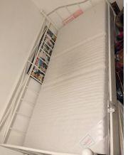 Gitterbett in weiß