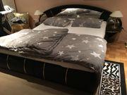Modernes Bett mit