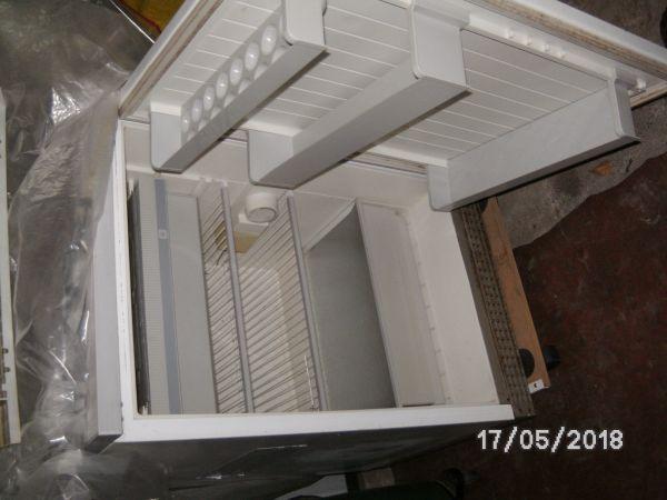 Kühlschrank Groß : KÜhlschrank halbe größe in groß zimmern kühl und gefrierschränke