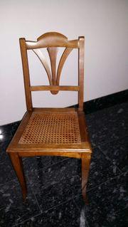 Alter Stuhl mit