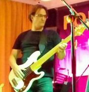 Bassist sucht Band,