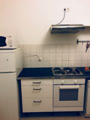 Küchenzeile (inkl. Kühlschrank