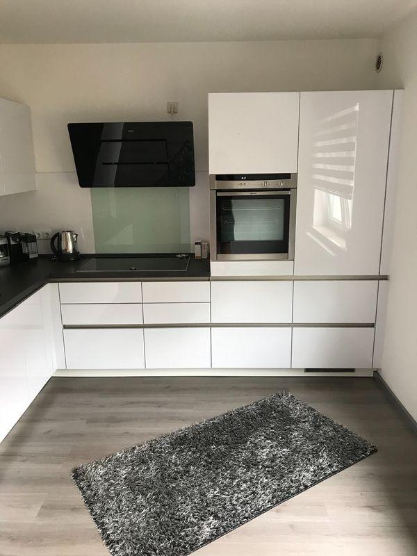 RESERVIERT* ALNO Küche Grifflos Hochglanz weiß mit NEFF E-Geräten in ...