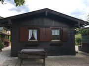 Schöne Holzhütte am