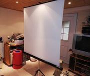 Leinwand für Projektor und Beamer