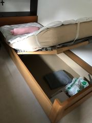 Jugendbett mit höhenverstellbarem Lattenrost