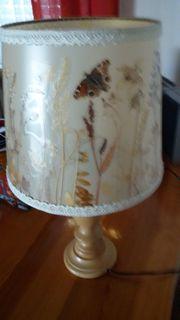 Tischlampe mit gepressten Blumen Gräsern