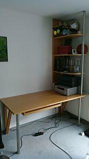 Schreibtisch mit Aufsetzregal