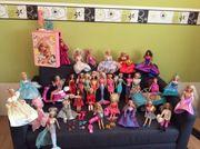 30 Barbie Puppen
