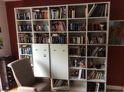 Topbücherwand mit Rückwand
